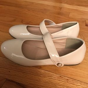 Shoes - ⭐️Sale⭐️Brand new nude patent Mary Janes